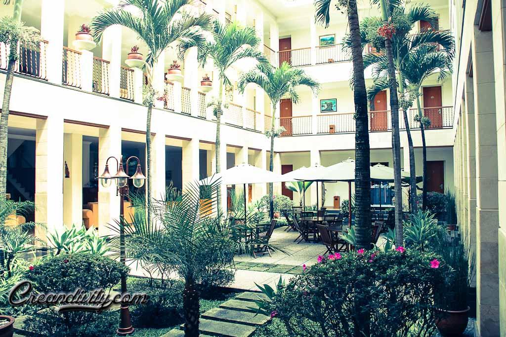 Taman di Tengah Hotel